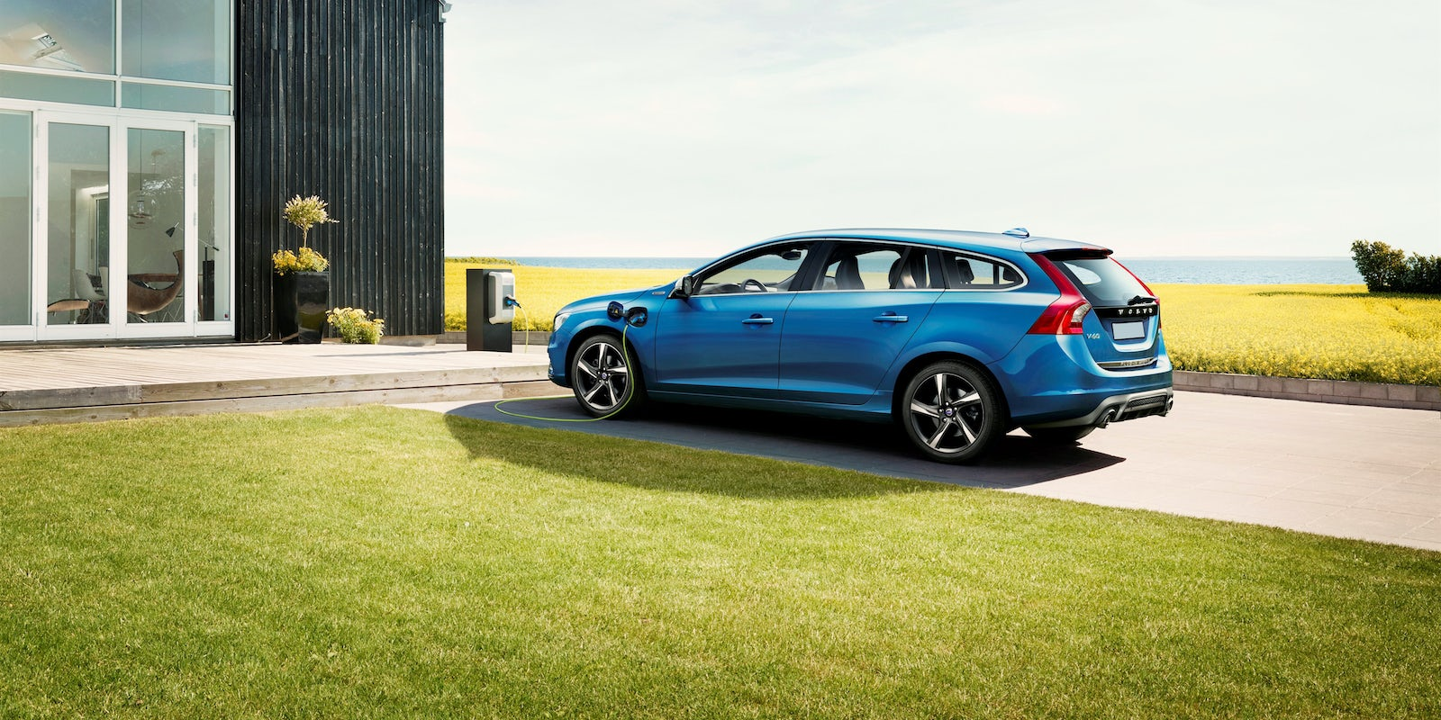 Volvo v60 review carwow 1 24 sciox Gallery