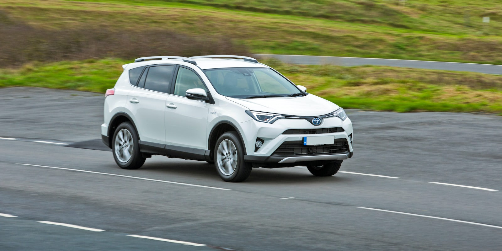 toyota rav4 hybride dynamic edition business toyota rav4 to get hybrid power from mid january. Black Bedroom Furniture Sets. Home Design Ideas