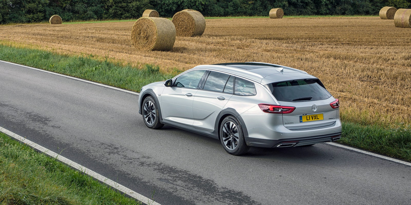 vauxhall insignia country tourer review carwow. Black Bedroom Furniture Sets. Home Design Ideas