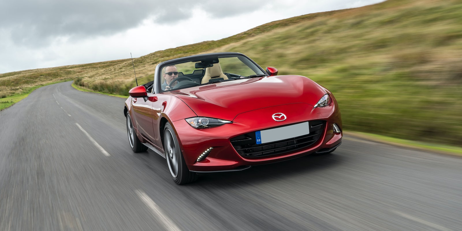 new mazda mx 5 review carwow. Black Bedroom Furniture Sets. Home Design Ideas