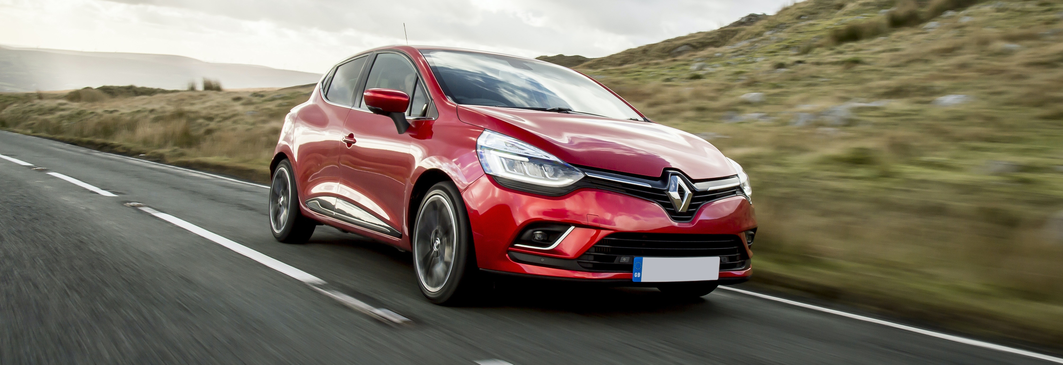 2018 renault clio red driving front