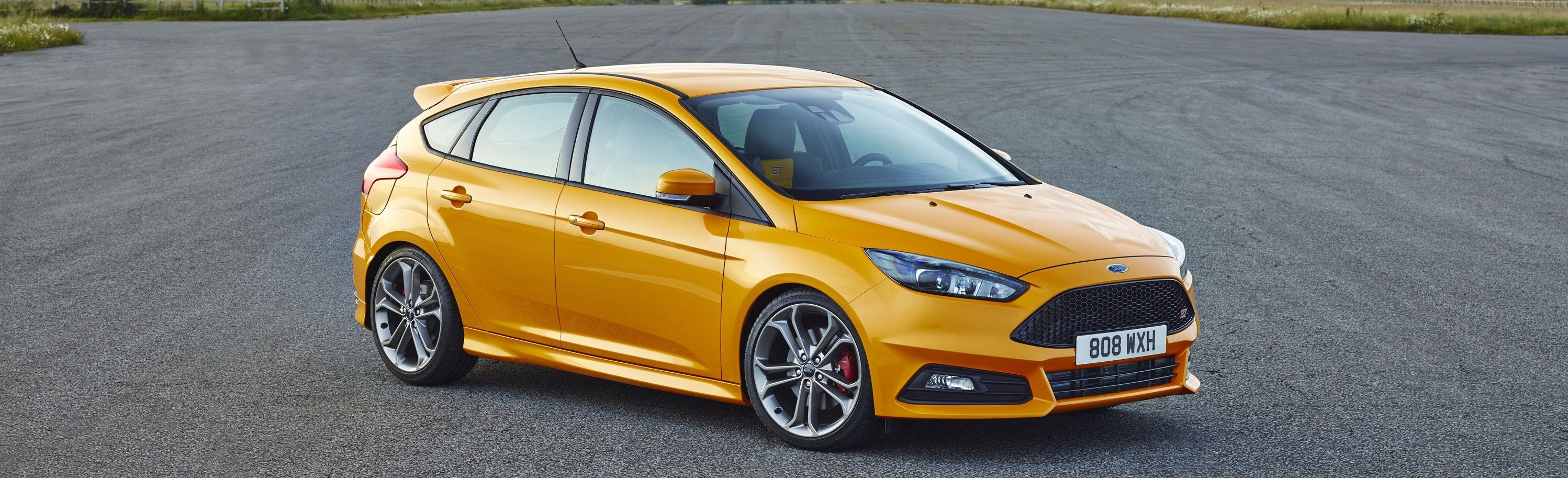 Ford Focus ST dimensions yellow front exterior