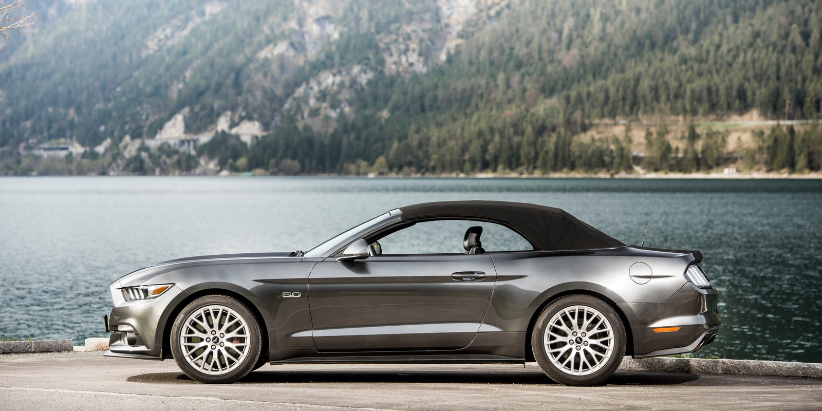 Ford Mustang Convertible 2017 Review | carwow