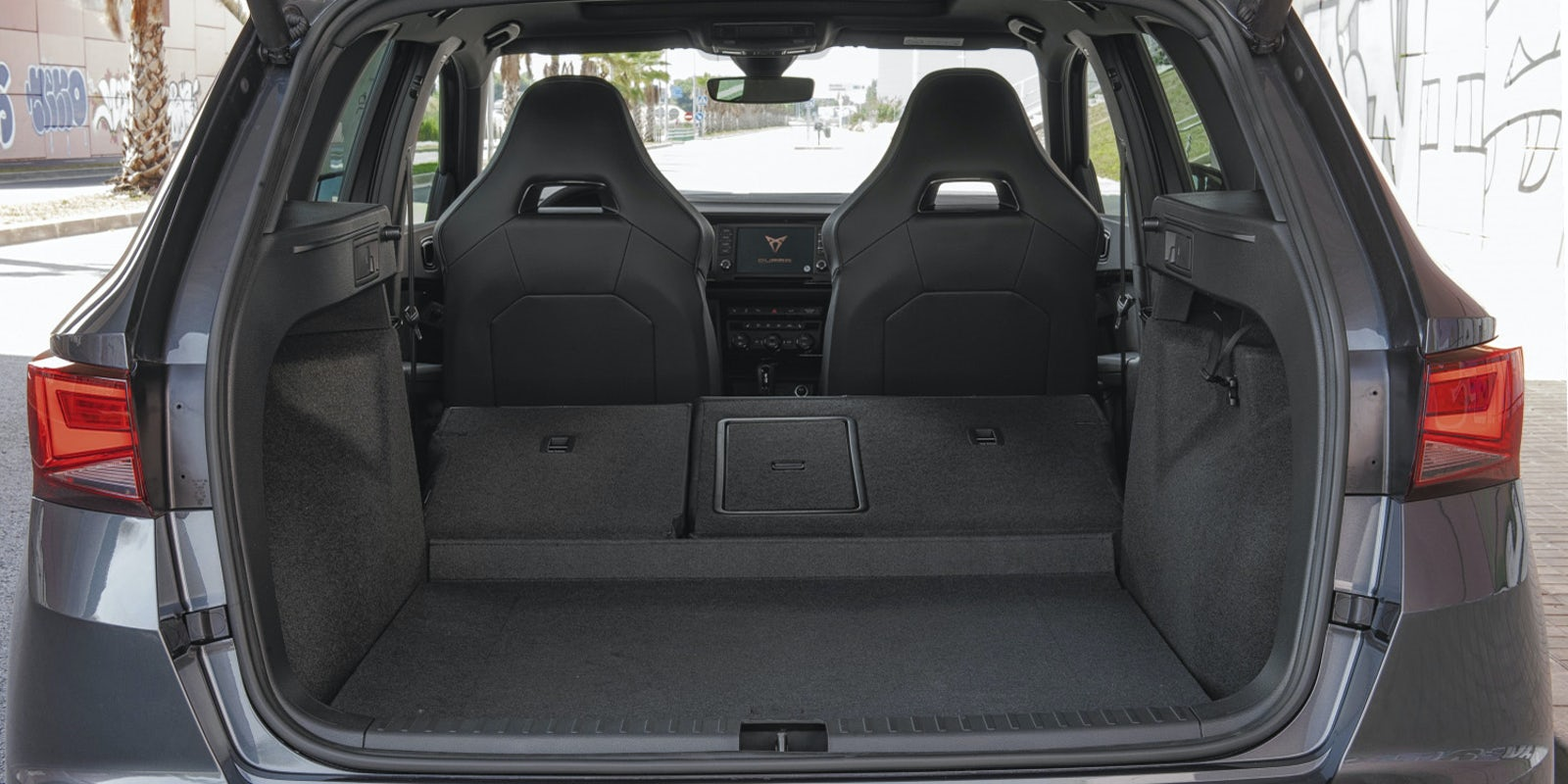 seat cupra ateca boot space dimensions carwow. Black Bedroom Furniture Sets. Home Design Ideas