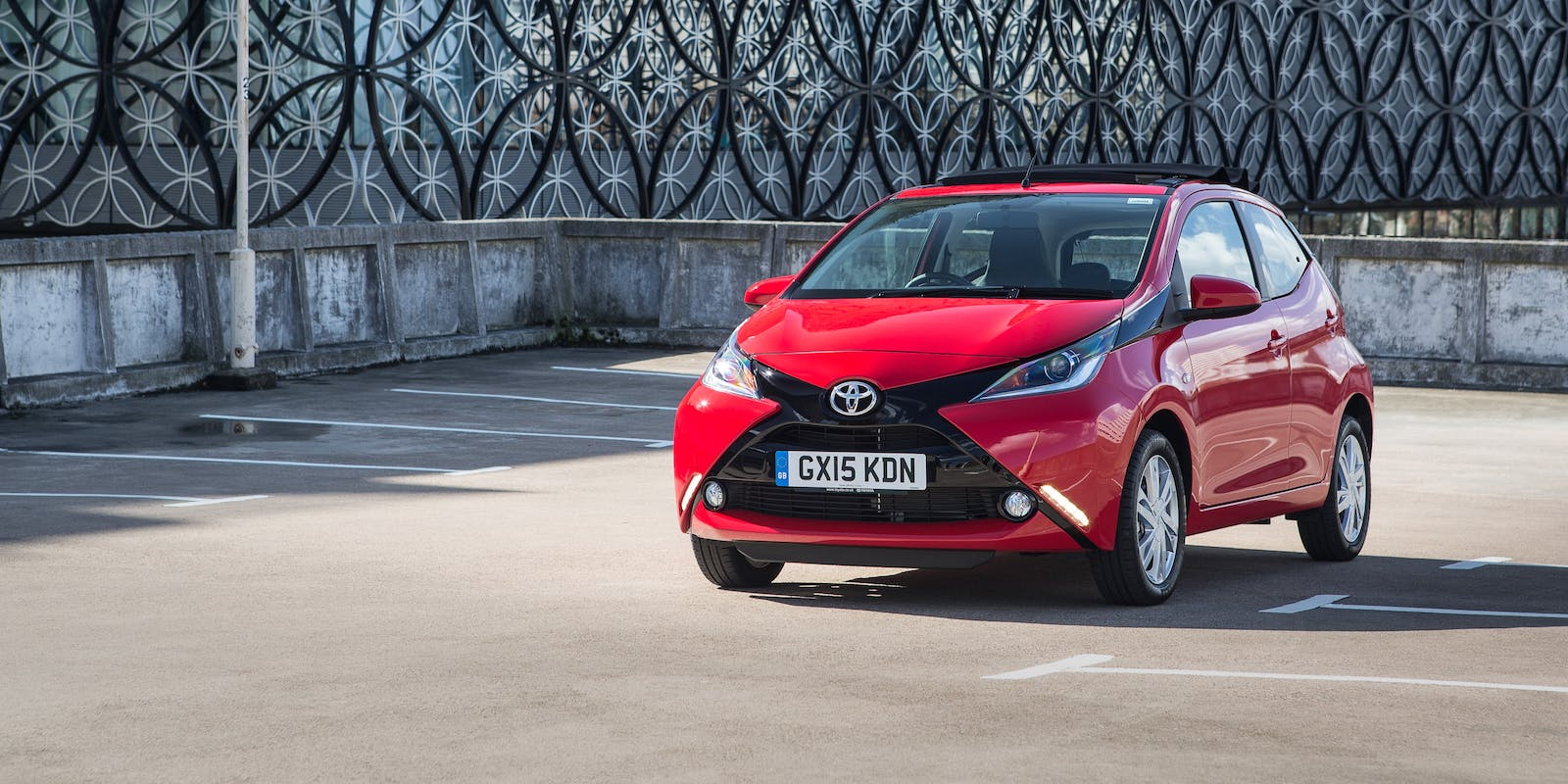 toyota aygo x wave review carwow. Black Bedroom Furniture Sets. Home Design Ideas