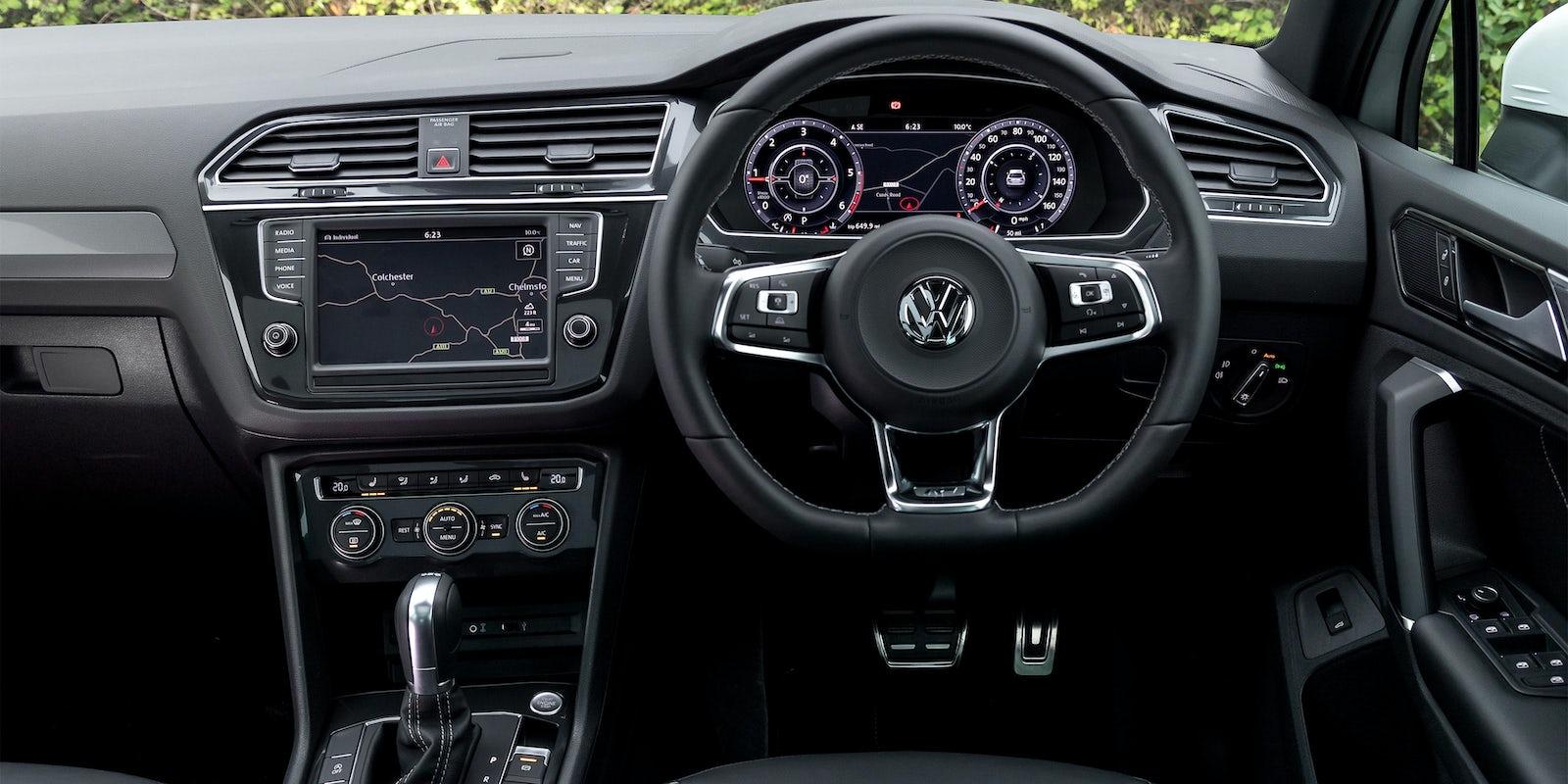 Volkswagen tiguan review carwow - Volkswagen tiguan interior ...