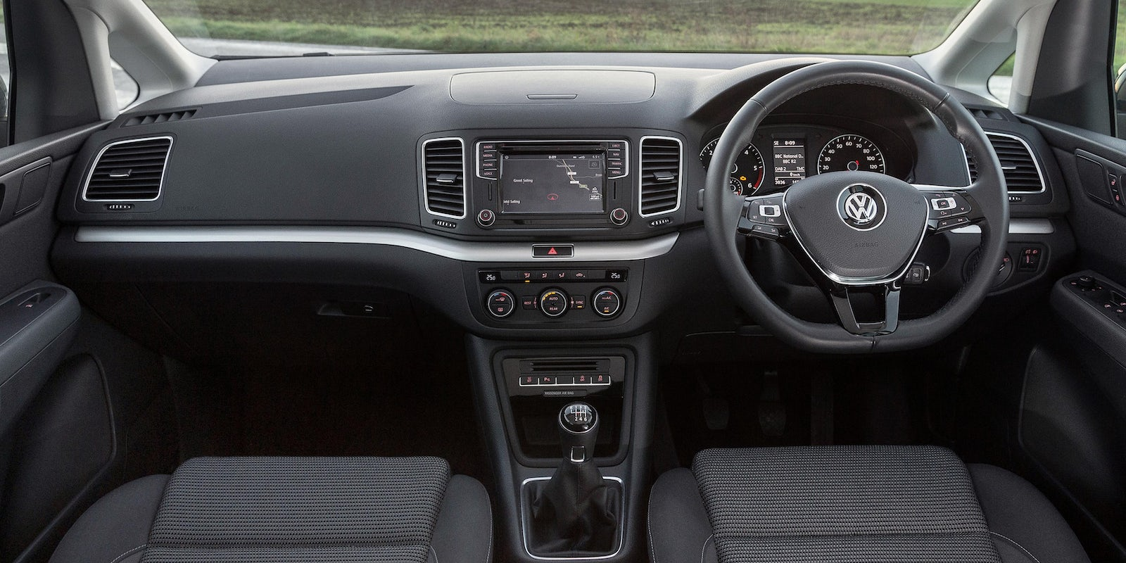Volkswagen Sharan interior and infotainment | carwow
