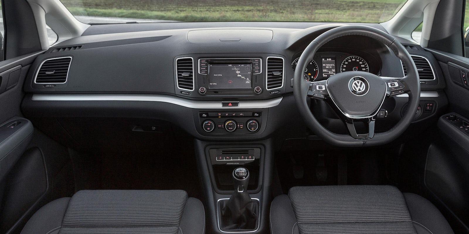 Volkswagen Sharan Interior & Infotainment | carwow