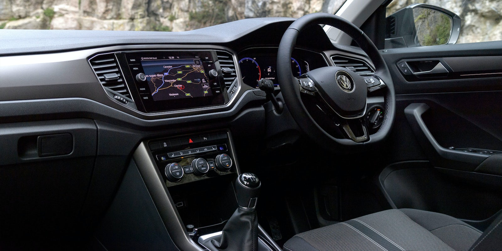 volkswagen t roc interior and infotainment carwow